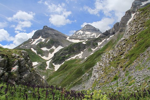 pyrenees independent mountain walking gr10 pyrenees
